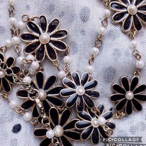 Jewelry - 💕5 FOR $25 SALE Black & Gold Daisy Necklace